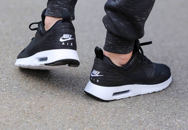 Nike Air Max Tavas - Black / White 4