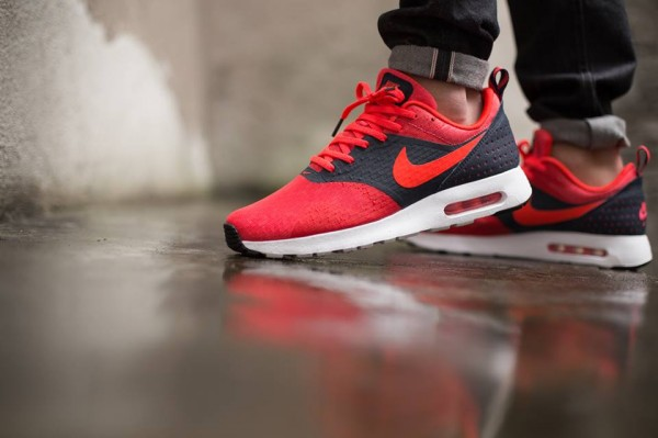 Nike Air Max Tavas Essential - Dark Obsidian / Bright Crimson 2