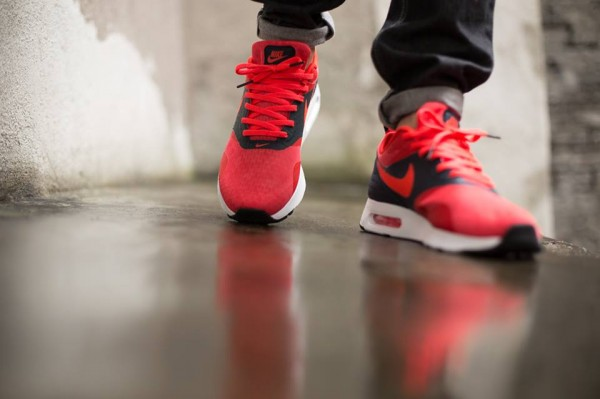 Nike Air Max Tavas Essential - Dark Obsidian / Bright Crimson 3