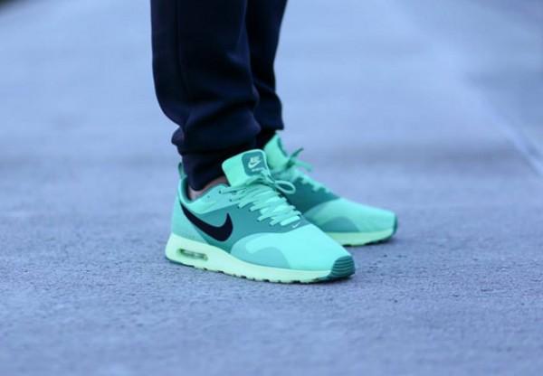 Nike Air Max Tavas – Green Glow 4