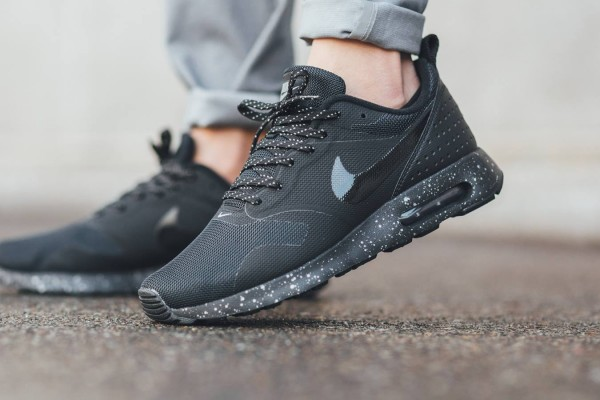 Nike Air Max Tavas SE - Black/Metallic Pewter 2