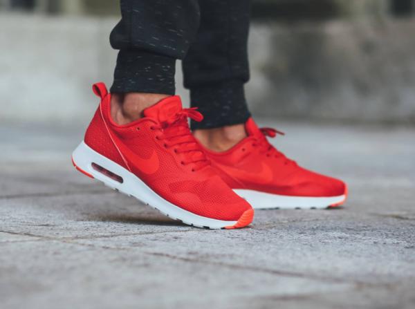 Nike Air Max Tavas - University Red/Bright Crimson-White 2