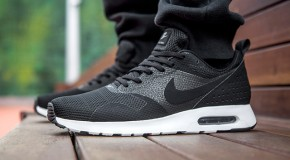NIKE AIR MAX TAVAS (BLACK/WHITE)