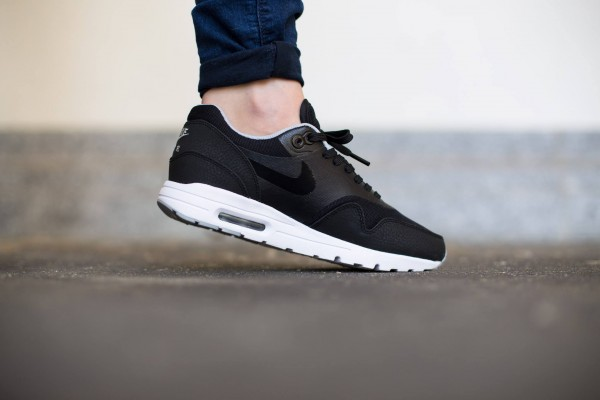 Nike WMNS Air Max 1 Essential - Black/Black-Wolf Grey-Metallic Silver 2