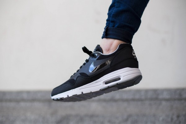 Nike WMNS Air Max 1 Essential - Black/Black-Wolf Grey-Metallic Silver 3