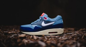 Nike WMNS Air Max 1 Essential – Blue Grey/White-Bright Crimson