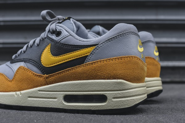 Nike WMNS Air Max 1 Essential - Wolf Grey / Gold Leaf 2