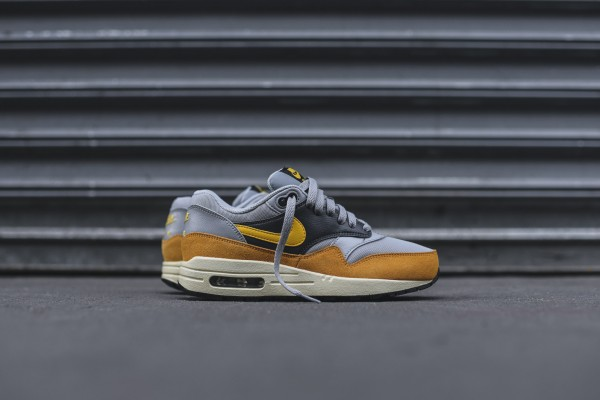 Nike WMNS Air Max 1 Essential - Wolf Grey / Gold Leaf 3