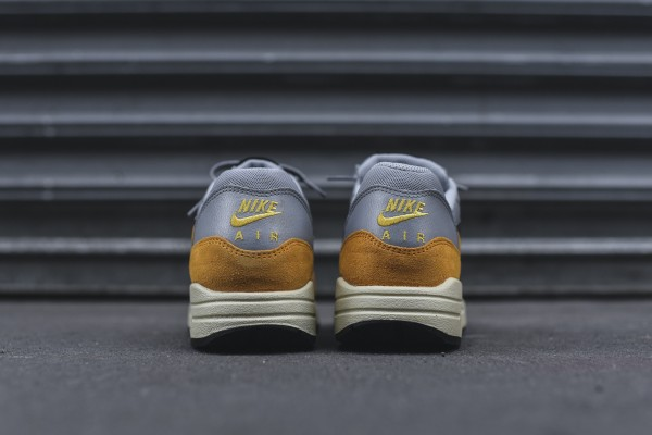 Nike WMNS Air Max 1 Essential - Wolf Grey / Gold Leaf 6