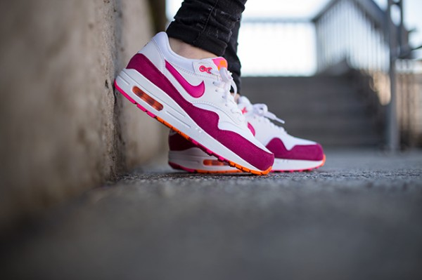 "Nike WMNS Air Max 1 ""Pink Power"" 2"