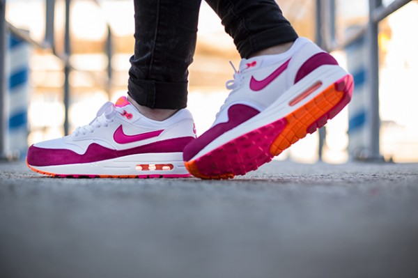 "Nike WMNS Air Max 1 ""Pink Power"" 3"