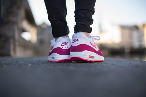 "Nike WMNS Air Max 1 ""Pink Power"" 4"