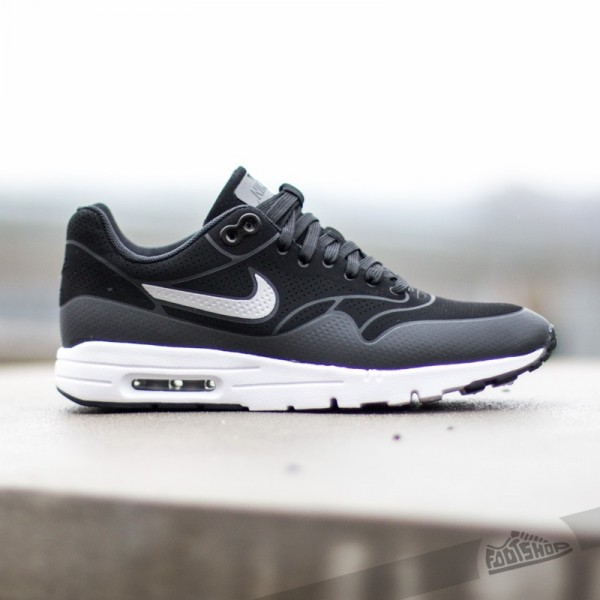 nike-wmns-air-max-1-ultra-moire-black-black-metallic-silver-2