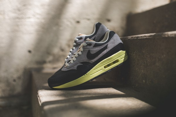 "Nike WMNS Air Max 1 Vintage ""Black / Grey"" 2"