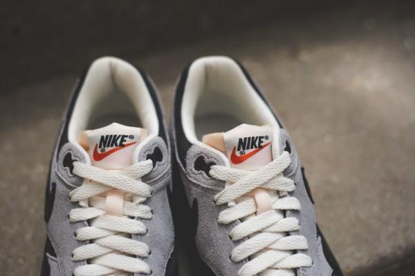 "Nike WMNS Air Max 1 Vintage ""Black / Grey"" 3"