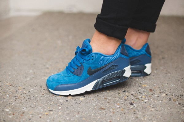 Nike WMNS Air Max 90 Leather - Brigade Blue/Metallic Armry Navy-Squadron Blue 2