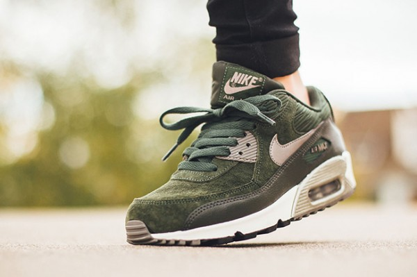 Nike WMNS Air Max 90 Leather - Carbon Green/Metallic Pewter-Sail 2