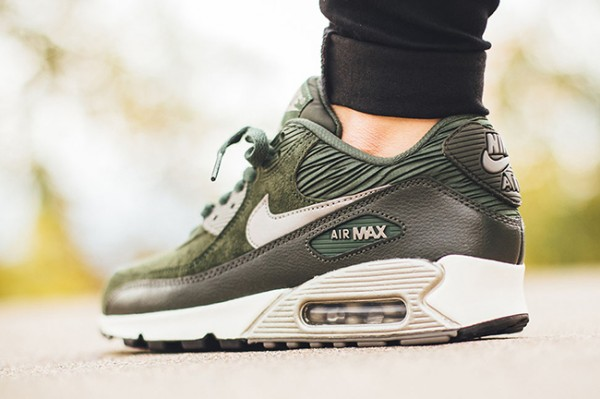Nike WMNS Air Max 90 Leather - Carbon Green/Metallic Pewter-Sail 3