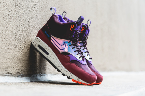 nike-women-air-max-1-mid-sneakerboot-deep-burgundy-00-570x379