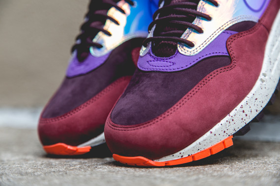 nike-women-air-max-1-mid-sneakerboot-deep-burgundy-02-570x379