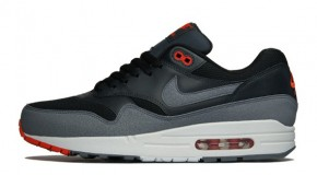 NIKE AIR MAX 1 ESSENTIAL – BLACK/COOL GREY-ANTHRACITE-TEAM ORANGE