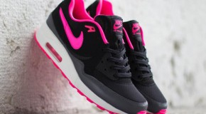 Nike WMNS Air Max Light – Black / Hyper Pink