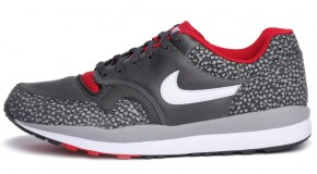 NIKE AIR SAFARI LE – MATTLE SILVER/WHITE-ANTHRACITE-GYM RED