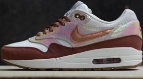 Nike WMNS Air Max 1 – Sail / Rugged Orange – Metallic Luster