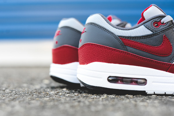 Nike Air Max 1 Essential – Wolf GreyGym Red | Airmaxy.pl