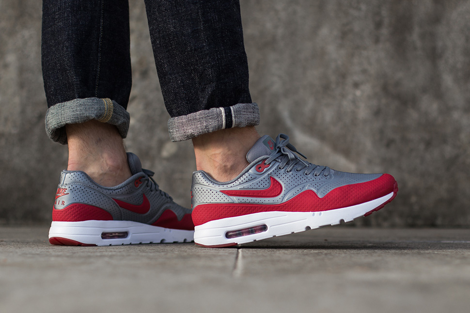 Nike Air Max 1 Ultra Moire – Metallic Cool GreyGym Red