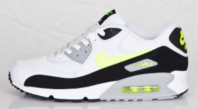 NIKE AIR MAX 90 (WHITE/VOLT)