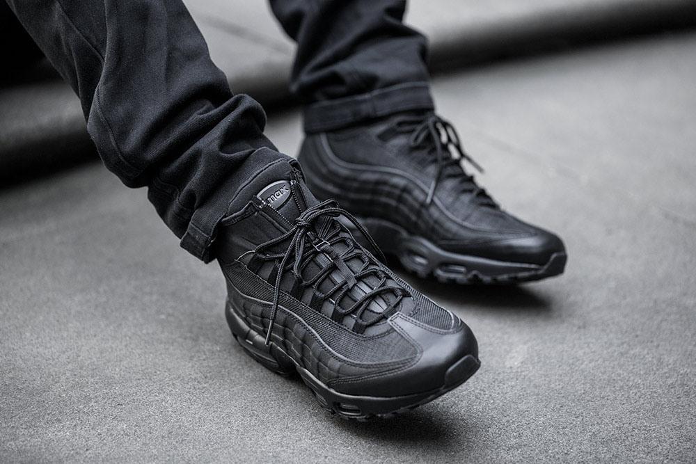Nike Air Max 90 Sneakerboot Winter Black Black On feet