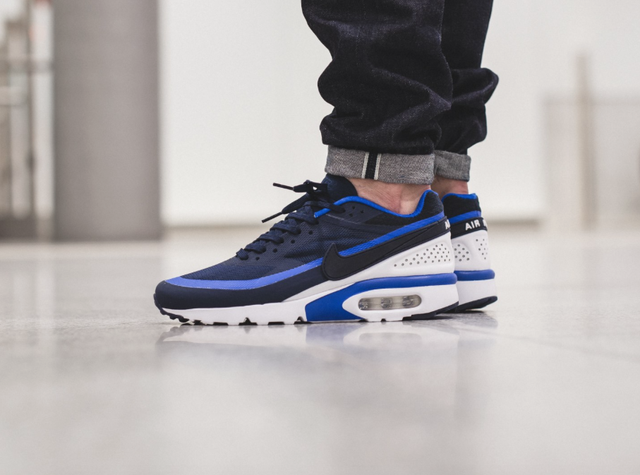 nike air max bw ultra midnight on feet