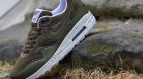 Nike WMNS Air Max 1 – Dark Loden – Medium Olive – Sail