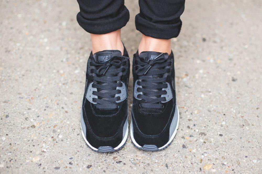 Nike WMNS Air Max 90 Leather – BlackMetallic Hematite Dark