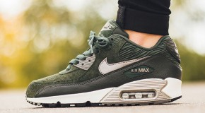 Nike WMNS Air Max 90 Leather – Carbon Green/Metallic Pewter-Sail