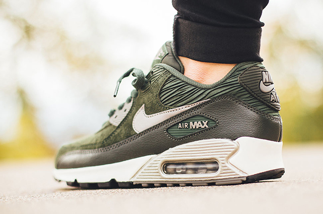 Nike WMNS Air Max 90 Leather – Carbon GreenMetallic Pewter