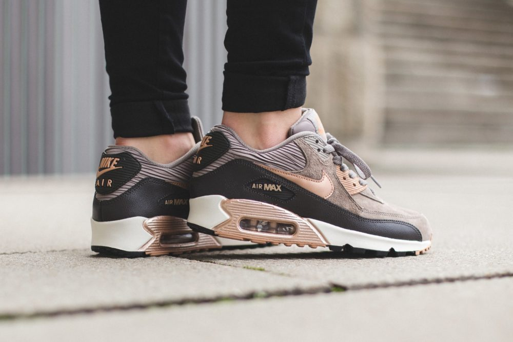 the best attitude 378f5 eb664 Nike WMNS Air Max 90 Leather - Iron Metallic Red Bronze-Dark Storm-. Total