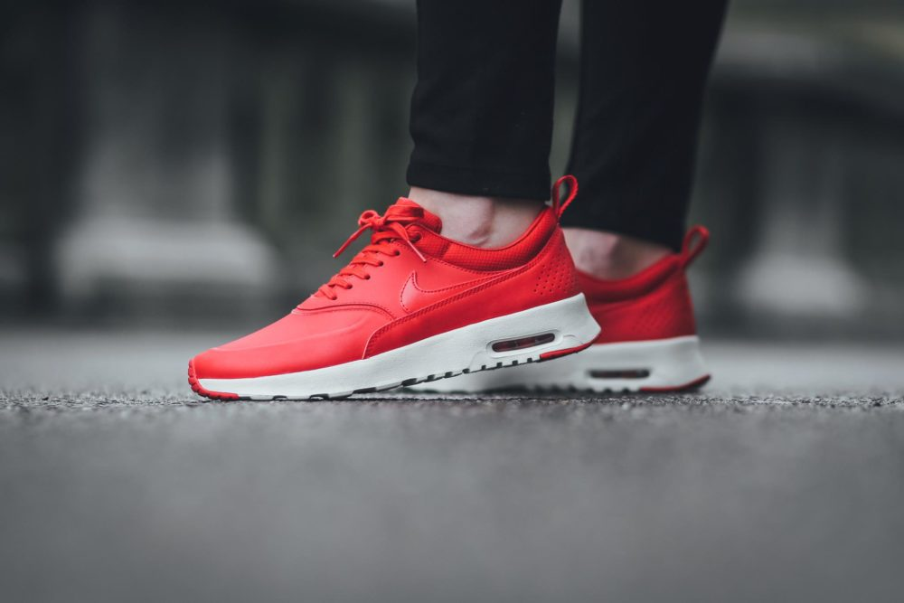 all red nike air max thea